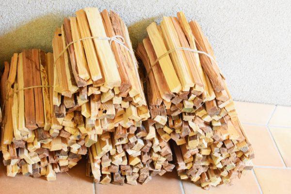 焚き火の焚付け用の薪