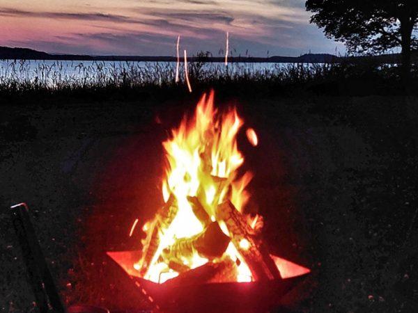 焚き火台の焚き火と炎