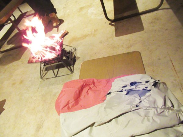 暴風雨キャンプ焚き火